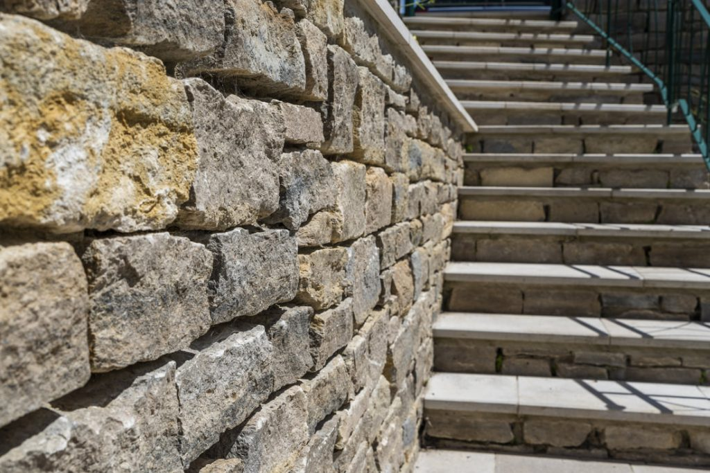 Cotswold Stone Wall & Garden Steps